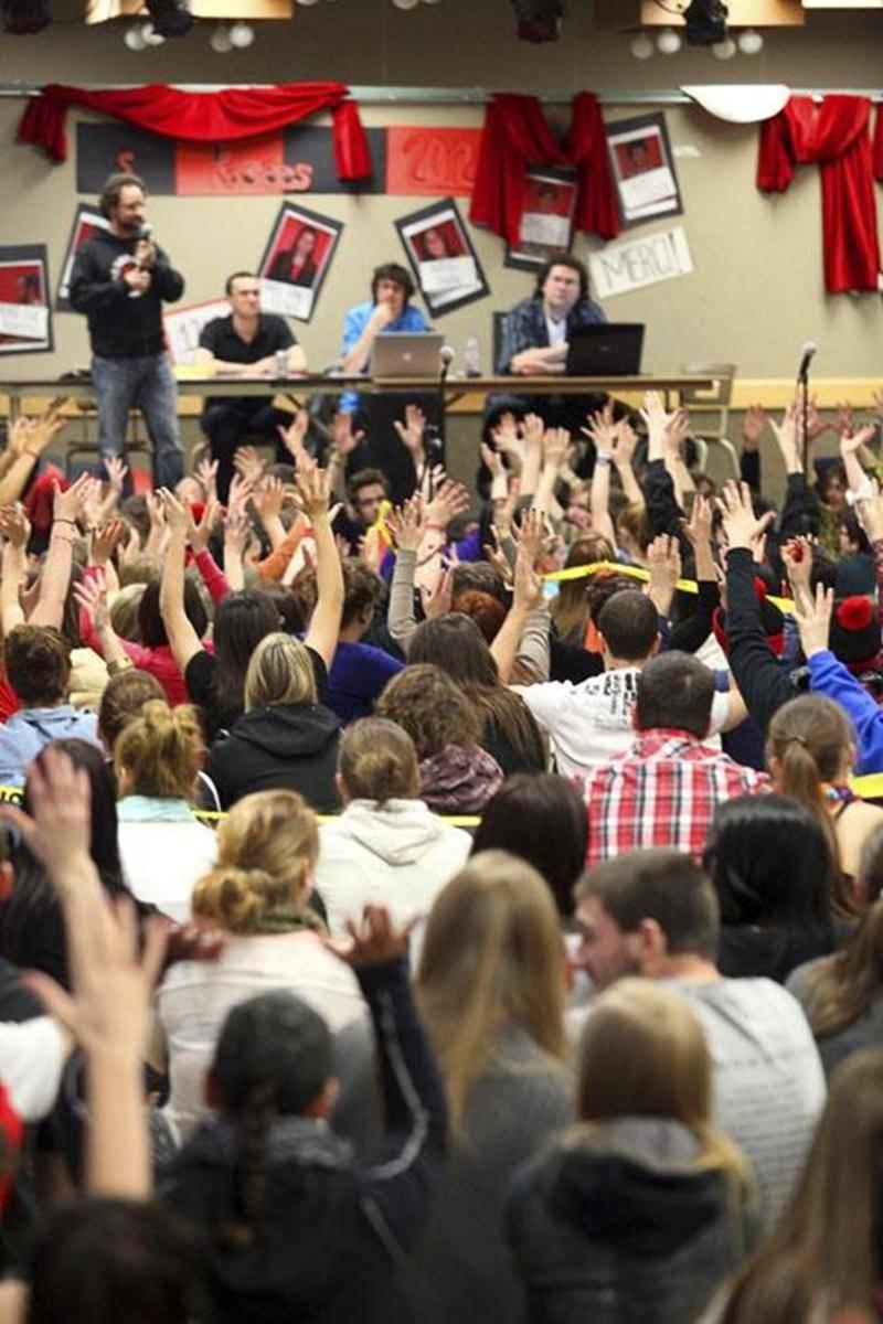 En assemblée générale, mercredi, les étudiants du Cégep de Saint-Hyacinthe tenaient un vote secret sur la reconduction de la grève pour une huitième semaine.