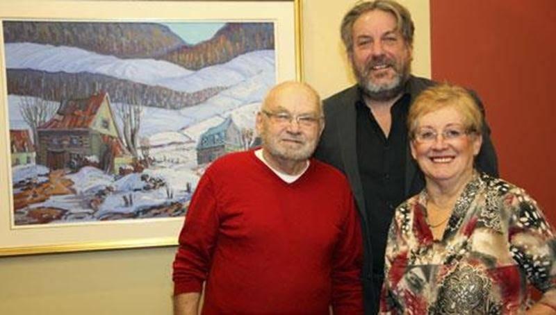 Sur la photo, de gauche à droite, Claude Rainville, Mario De Tilly, président d'honneur et Marcelle Blanchard, secrétaire de la Fondation et du comité de l'encan.