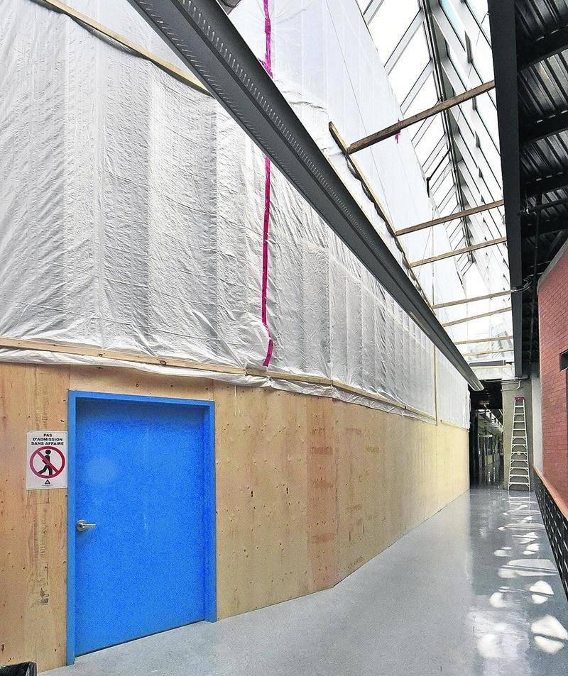 Les travaux en cours à l'EPSH, vus de l'intérieur de l'immeuble principal. Photo François Larivière   Le Courrier ©