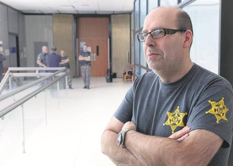 Le président du syndicat des constables spéciaux, Franck Perales, estime que les droits des constables sont bafoués avec l'ordonnance de juge Vincent.Photo Robert Gosselin | Le Courrier ©