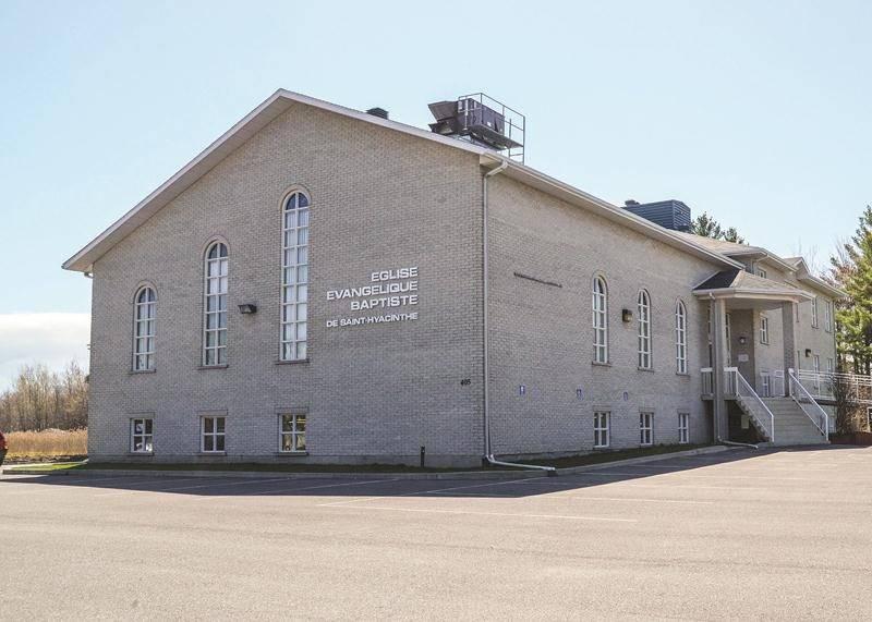 L'église Évangélique Baptiste du boulevard Laurier Ouest est devenue le nouveau lieu de réunion du conseil municipal de Sainte-Marie-Madeleine.   Photo François Larivière | Le Courrier ©