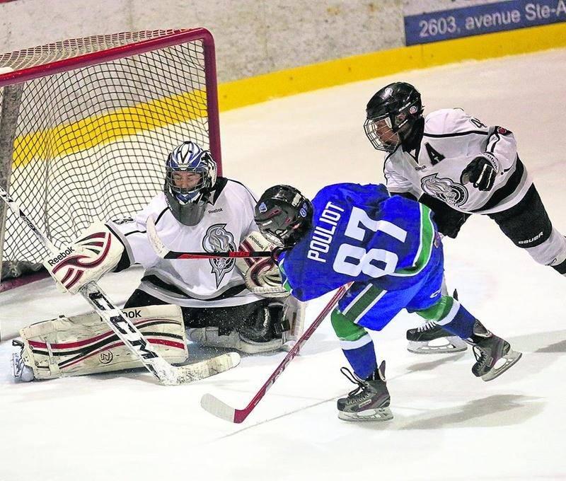 Plus d'une centaine d'équipes ont défilé sur les patinoires du Stade L.-P.-Gaucher et du complexe Isatis Sport de Saint-Hyacinthe du 2 au 10 janvier Photo Robert Gosselin | Le Courrier ©