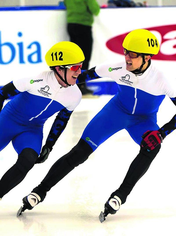 Simon Godin (droite) félicite Marc-Olivier Lemay après la finale du 500 m.  Photo Lorne Clarke   Jeux du Canada