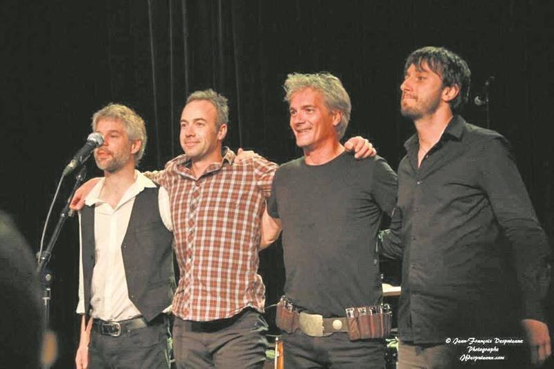 Pour l'occasion, Guy Bélanger (deuxième à droite) retrouve ses musiciens fétiches André Lachance, Michel Roy et Marc-André Drouin. « On va être dans nos pantoufles! », lance-t-il sur un ton enjoué. Photo Jean-François Desputeaux