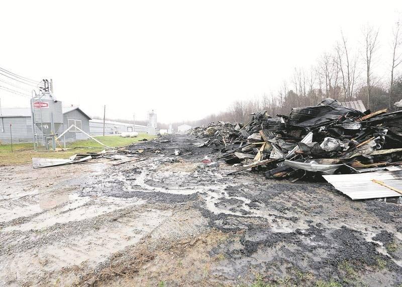 Les dommages causés par l'incendie sont évalués à plus de trois millions de dollars. Photo Robert Gosselin   Le Courrier ©