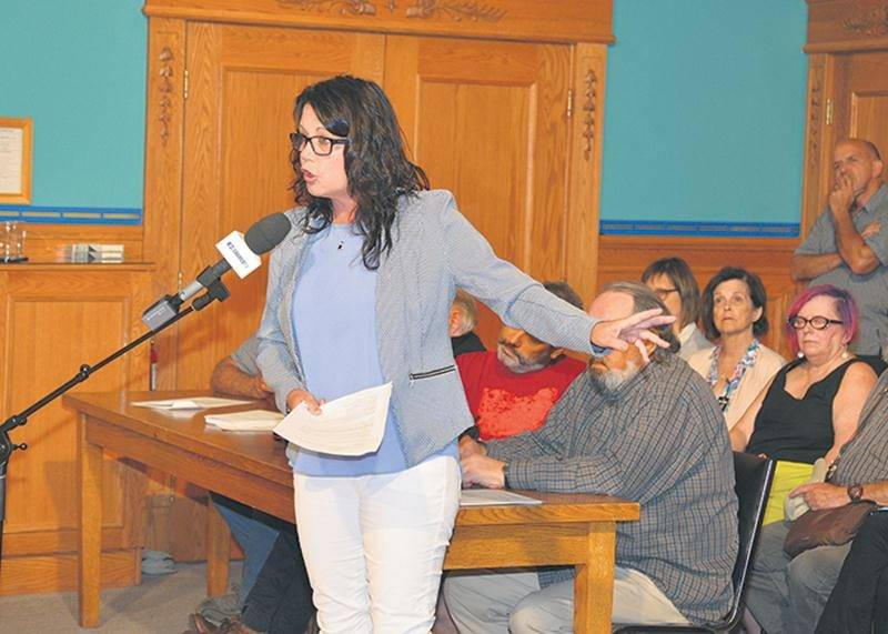 La conseillère Linda Roy veut revenir sur sa décision de se retirer du dossier du partage des coûts des travaux d'infrastructures entre les résidents du boulevard Laframboise et la Ville.   Photothèque | Le Courrier ©