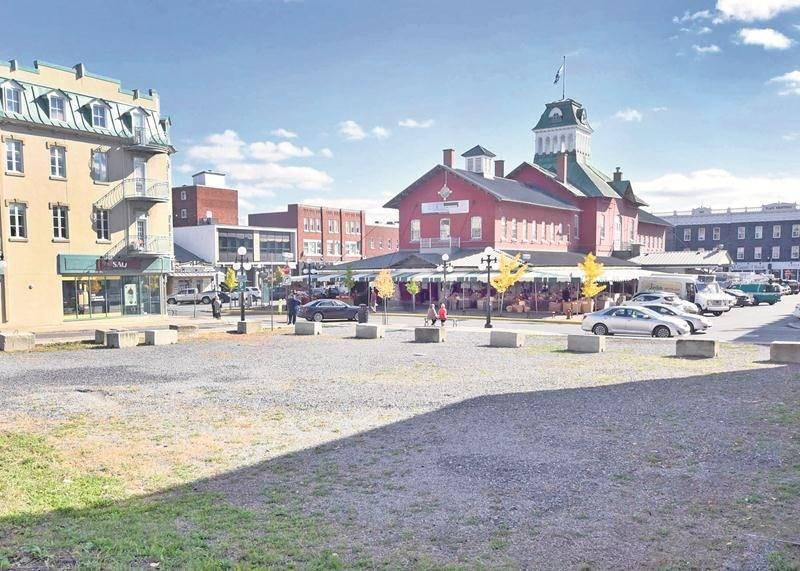 Le terrain vacant qui se trouve à l'angle des Cascades et St-Denis, au centre-ville, sera utilisé comme stationnement jusqu'au printemps 2017. Photo François Larivière | Le Courrier ©