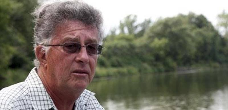 André Roy, un riverain de Saint-Pie, agit à titre de porte-parole des citoyens qui s'inquiètent de l'accélération de l'érosion des berges depuis l'apparition de bateaux générant des vagues imposantes.
