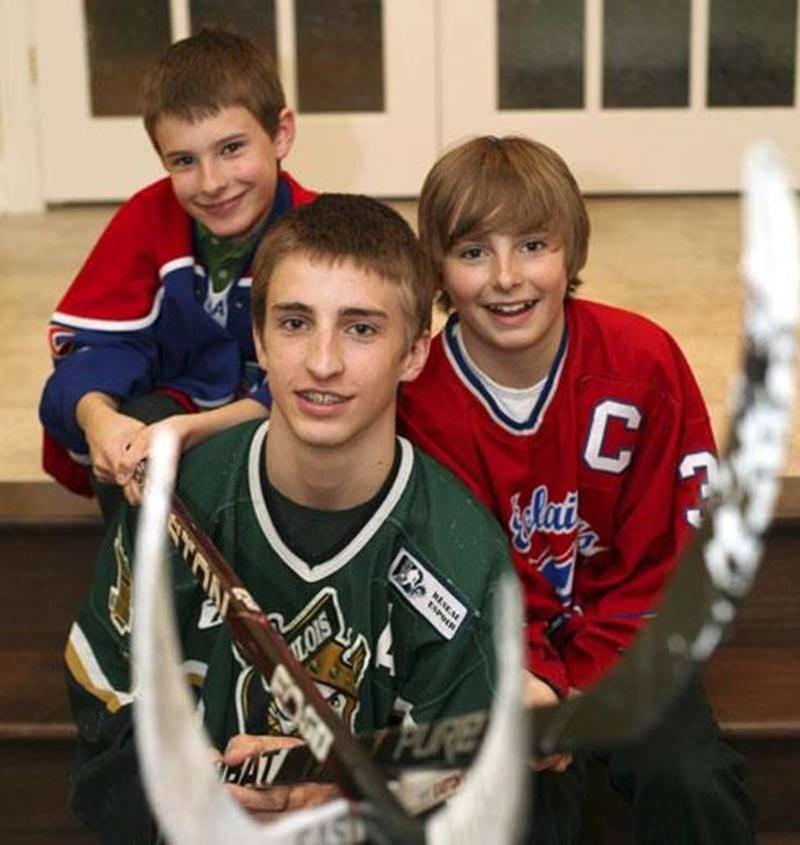 Félix, Samuel et Olivier Guertin ont tous les trois participé à la Coupe Stanley des jeunes hockeyeurs, la Coupe Dodge.