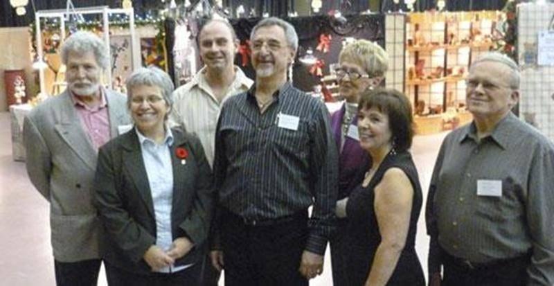 Sur la photo, Michel Langevin, président, entouré du comité du Salon des métiers d'art de Saint-Hyacinthe.