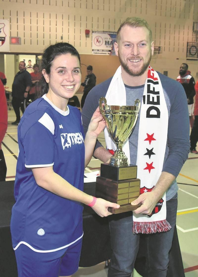Andréanne Gagné a soulevé le trophée du Défi Futsal pour la première fois avec l'équipe Xtreme ADR. Photo François Larivière | Le Courrier ©