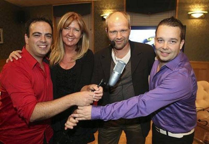 Les directeurs de <em>Vertige</em> accompagnés du propriétaire du restaurant Le Printanier, commanditaire principal du groupe. De gauche à droite : David Girouard, Josée Desmarais, Mark-André Hilt et Martin Montambault.