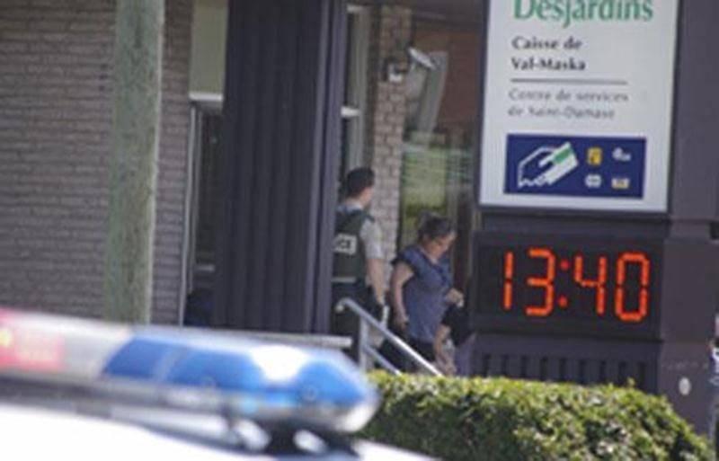 La police est toujours à la recherche des suspects ayant braqué la Caisse populaire de Saint-Damase vendredi dernier.