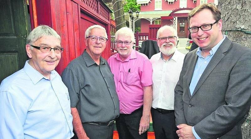 Roger Duceppe, Richard Robert, Jean-Pierre Julien, Réal Brodeur et Benoit Chartier.