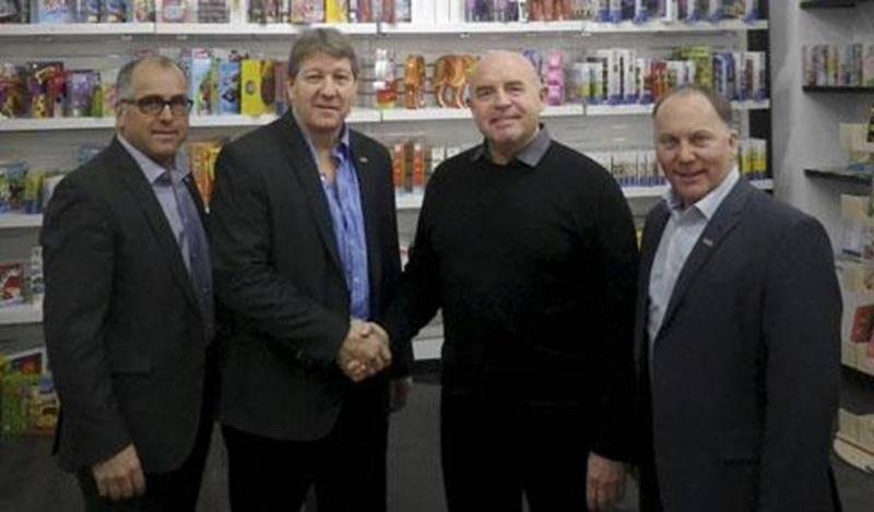 Les trois associés de Buropro Citation, Luc Pépin, Guy Bergeron et Dave Morin en compagnie de l'ancien propriétaire de la Librairie Solis, Pierre Bienvenue (troisième à droite).