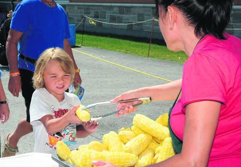 Évidemment le maïs a été consommé par tous, du plus jeune au plus âgé, et ce, à profusion lors du festival. Photo François Larivière | Le Courrier ©
