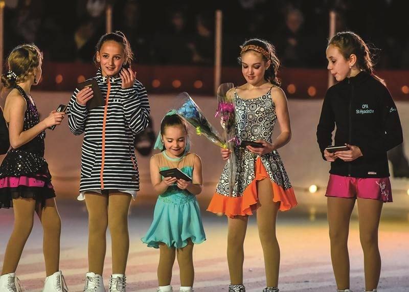 Le CPA de Saint-Hyacinthe a profité de l'entracte pour récompenser certains patineurs qui se sont illustrés sur la scène locale et régionale.