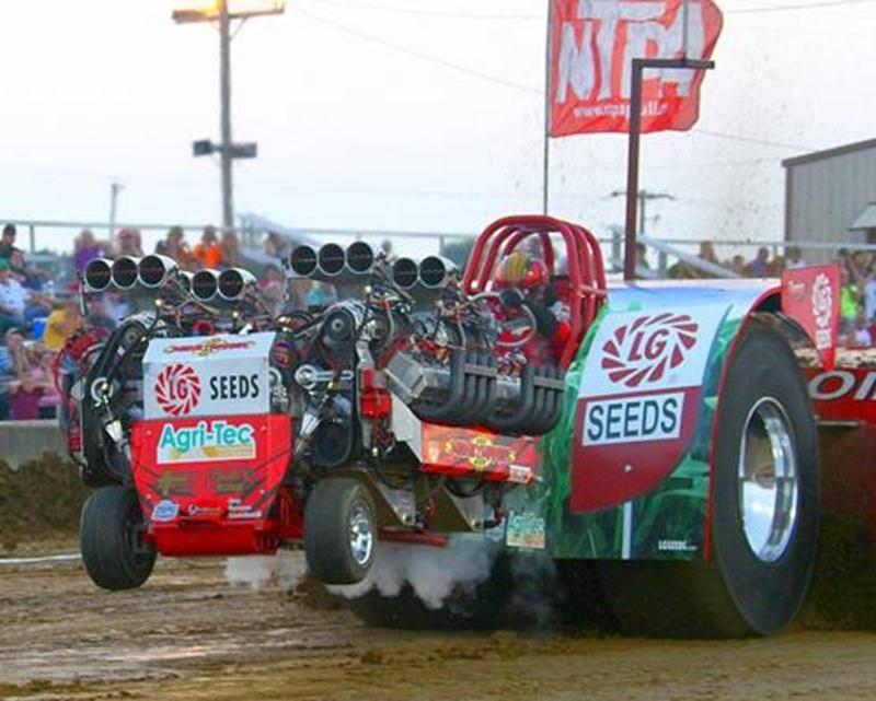 Les compétitions du Grand National de tire de tracteurs auront lieu les 1<sup>er</sup>, 2 et 3 août de 18 h 30 à 22 h 30.