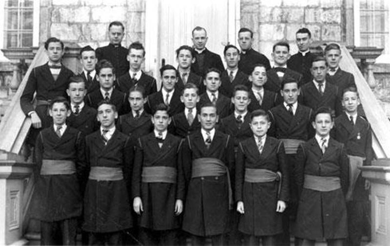Classe de versification de 1940-1941 où on peut voir Grégoire Girard à l'avant, deuxième à partir de la droite (collection Grégoire Girard).