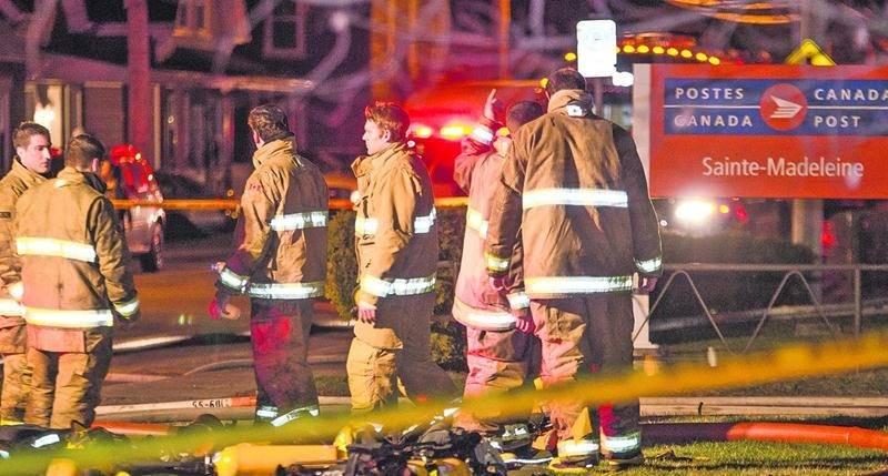 Trois adolescents ont été arrêtés samedi en lien avec l'incendie du bureau de poste de Sainte-Madeleine. Photo Bruno Beauregard