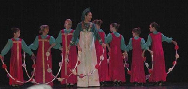 Les élèves des écoles de danse folklorique Les Chamaniers présentent leur spectacle de Noël le samedi 17 décembre en avant-midi, dès 10 h, à salle Gadbois du Centre culturel. Admission 2 $. Infos : <a href=