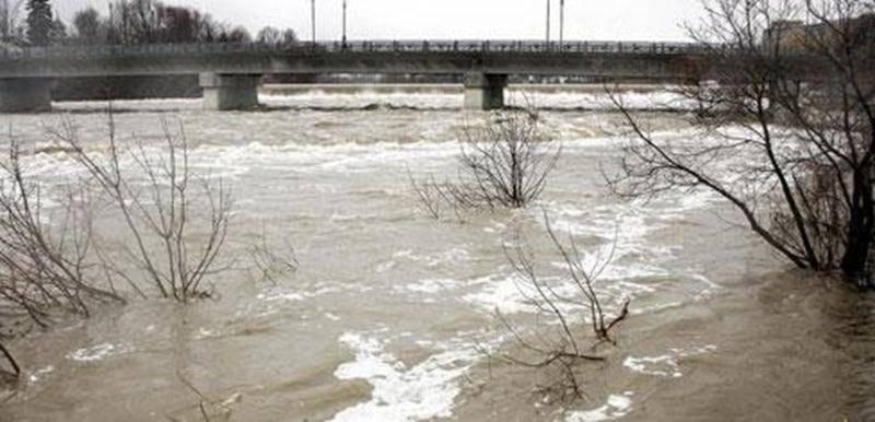 Malgré la hausse du niveau de la rivière Yamaska au cours des dernières semaines, avec la fonte des glaces et les précipitations reçues, Saint-Hyacinthe « s'en tire bien » côté inondation, rapporte Joëlle Jetté, chef de la division relation publique. Seulement cinq maisons, situées dans une zone rurale du quartier Sainte-Rosalie (coin montée Cadorette et chemin du Rapide-Plat) et se trouvant au même niveau que la rivière, auraient été inondées selon Mme Jetté. Leur positionnement géographique le