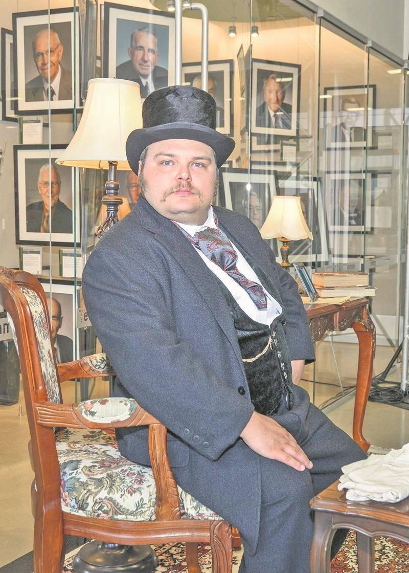 Les visiteurs avaient la possibilité de rencontrer Alphonse Desjardins, interprété par un comédien, qui fonda en 1900 la première caisse populaire à Lévis.  Photo François Larivière | Le Courrier ©