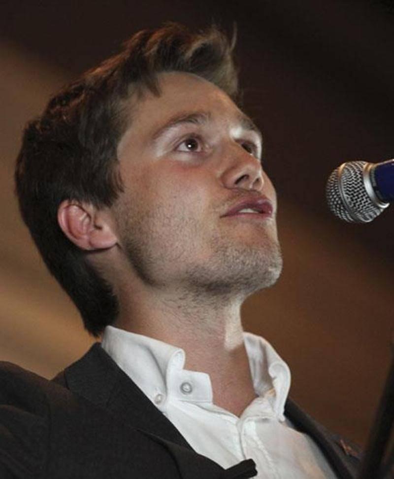 Léo Bureau-Blouin devient le plus jeune député à aller siéger à l'Assemblée nationale grâce à son élection dans Laval-des-Rapides le 4 septembre.