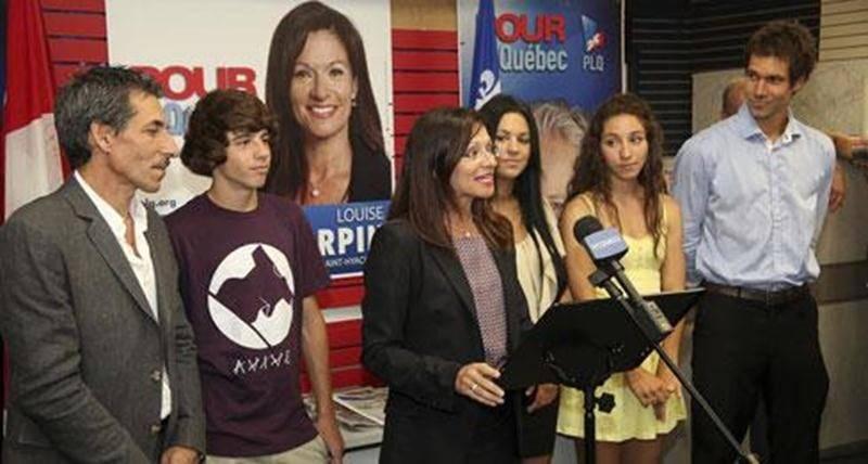 La candidate libérale Louise Arpin était entourée des membres de sa famille pour inaugurer lundi son local électoral du boul. Casavant Ouest.