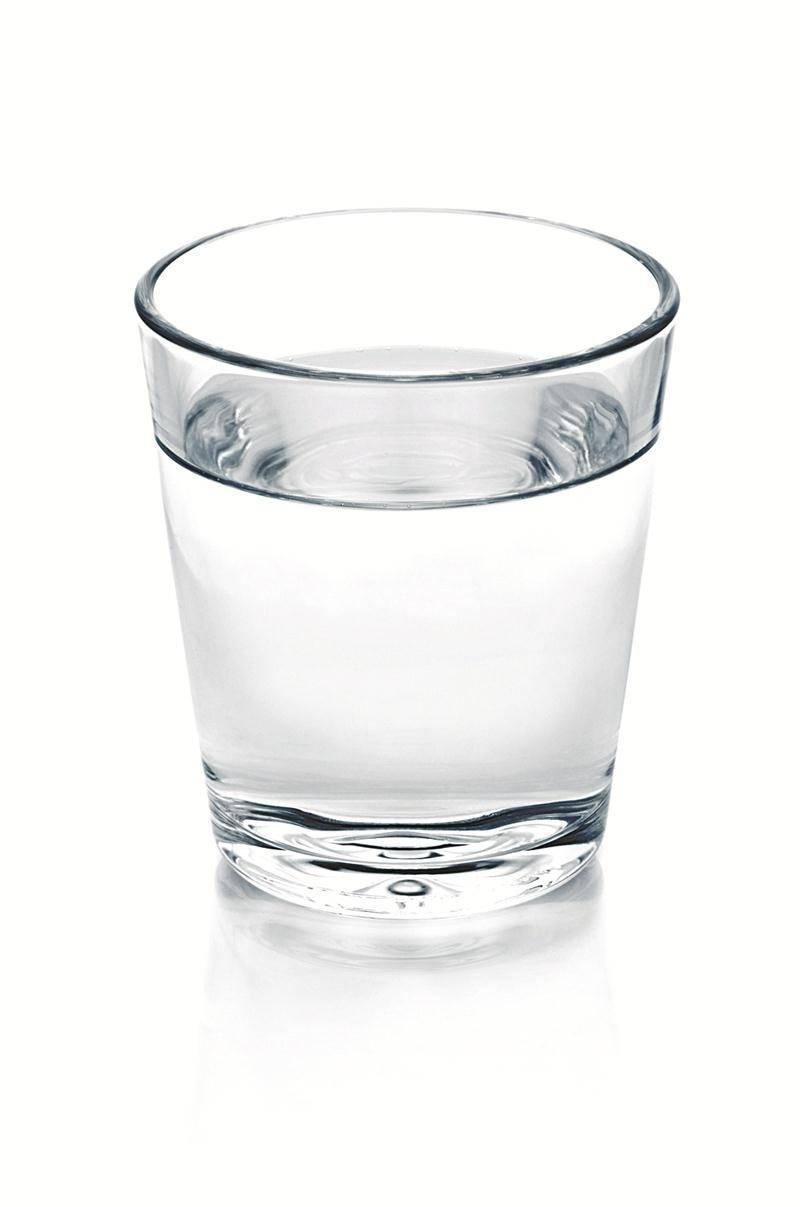La déshydratation est l'ennemi numéro un lors des canicules. La solution est simple : buvez beaucoup d'eau.