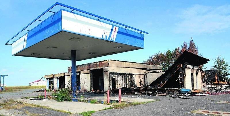 La station-service incendiée du 7700, Laurier Ouest. Photo Robert Gosselin | Le Courrier ©
