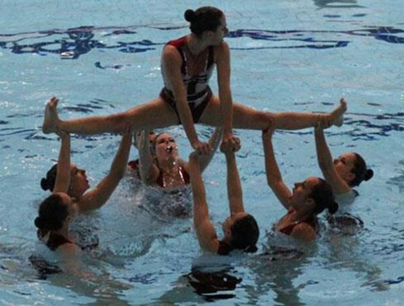 L'équipe des Vestales du réseau Performance, médaillée de bronze au championnat canadien ouvert, et dont le thème de la routine était « Les arts martiaux ».