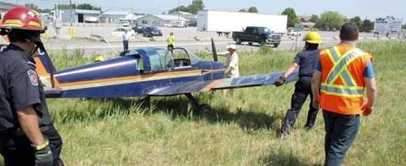 Un petit avion de type Grumman a effectué un atterrissage d'urgence, vendredi avant-midi, sur le terre-plein central de l'autoroute 20 à Saint-Hyacinthe. Le pilote, qui était seul à bord, aurait été forcé d'atterrir après avoir connu des ennuis de moteur. Heureusement, personne n'a été blessé. L'incident n'était pas sans rappeler ce qui s'est produit à Saint-Mathieu-de-Beloeil, le 30 juin, lorsqu'un autre biplace de type Grumman s'est écrasé brusquement en bordure de la même autoroute. Le pilote