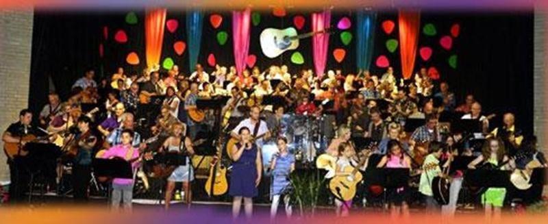 Près d'une centaine de guitaristes se produiront sur scène lors du 18 e spectacle annuel organisé par le professeur de guitare Clermont Gilbert.