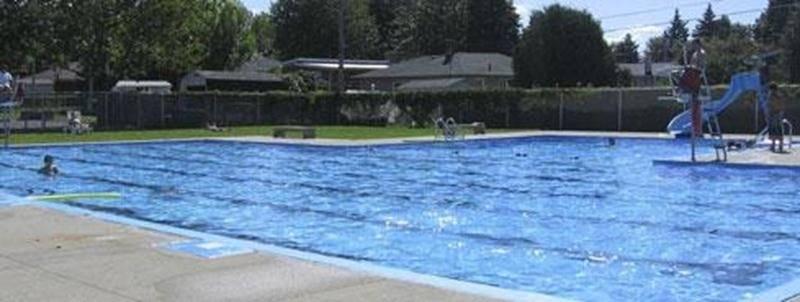 La Ville de Saint-Hyacinthe confie à la Corporation aquatique maskoutaine la gestion des 8 piscines municipales, 4 pataugeoires et 5 jeux d'eau de son territoire. Les plans d'eau ouvrent habituellement à la mi-juin; exceptionnellement cette année, les jeux d'eau sont en fonction depuis le 3 mai et la piscine du quartier Douville est fermée en raison de la construction du nouveau Centre communautaire. Heures d'ouverture : les 15 et 16 juin de 13 h à 17 h 55, du 17 au 21 juin de 15 h 30 à 17 h 55,
