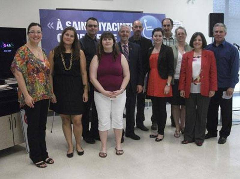 Le Comité de la Table de concertation des organismes de personnes handicapées de larégion de Saint-Hyacinthe lance une campagne de sensibilisation sur l'intégration en emploi des personnes handicapées et les stationnements réservés.