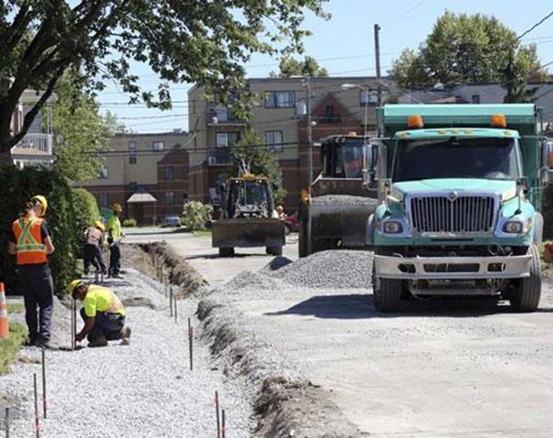 Du côté des infrastructures municipales, la Ville a prévu consacrer l'an prochain 3,2 millions $ à la réfection de surfaces pavées, de trottoirs et de bordures.