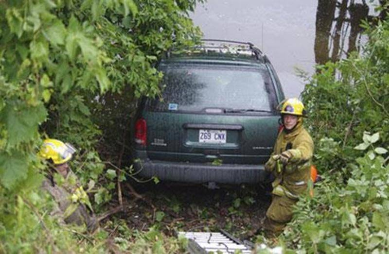 Plusieurs véhicules de type fourgonnettes ont été rapportés volés au cours de la dernière semaine sur le territoire de Saint-Hyacinthe et Saint-Pie. L'un d'eux a entre autres été retrouvé, grâce à des informations du public, dans la rivière Yamaska à Saint-Pie. Les vols ciblent les vieux modèles de ce type de véhicule en particulier, indique la sergente Ingrid Asselin, de la Sûreté du Québec. Un autre a été retrouvé incendié à Roxton Pond. Une enquête est ouverte en ce moment du côté de la SQ re