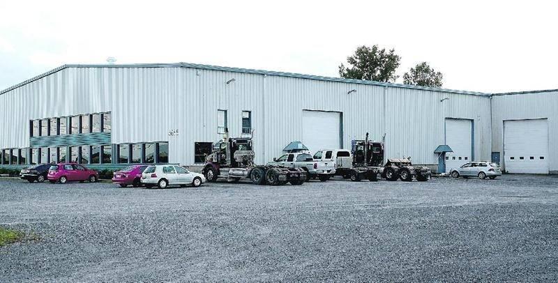 L'entreprise K&C Diesel continue d'opérer illégalement dans la bâtisse qu'elle occupe dans le secteur Saint-Thomas-d'Aquin. Photothèque | Le Courrier ©