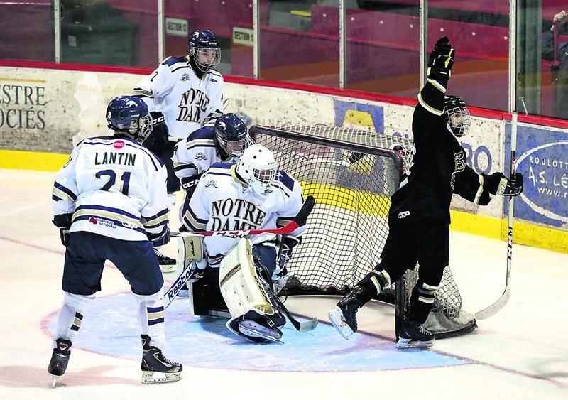 Nicolas Roy a récolté quatre points dans la victoire des Gaulois face aux Albatros du Collège Notre-Dame. Photo Robert Gosselin | Le Courrier ©
