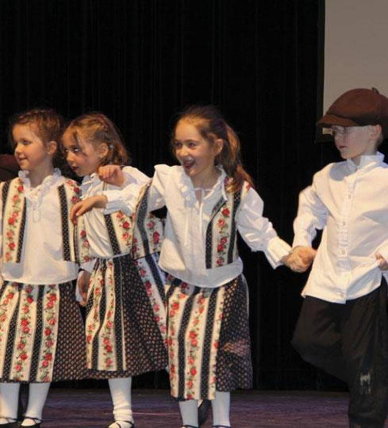 Les écoles de danse folklorique Les Chamaniers présentent leur spectacle de Noël le samedi 14 décembre, dès 10 h, à la salle Gadbois du Centre culturel (800, rue Turcot). Entrée 2 $. Infos : 450 252-9309 ou 450 774-9859.