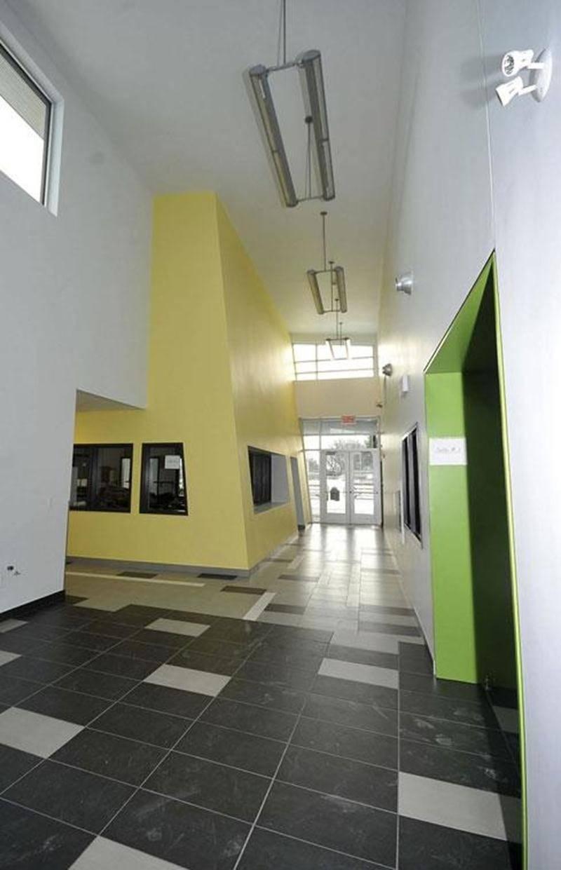 Sept sous-traitants réclament près de 650 000 $ pour leurs travaux au centre communautaire Douville, ouvert aux résidents depuis la mi-décembre.