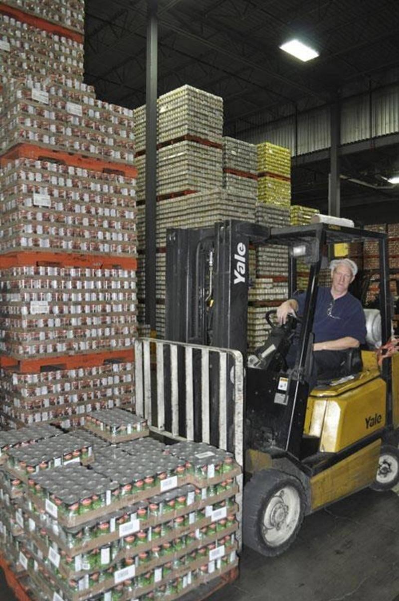 Un travailleur de l'usine Bonduelle est décédé, lundi matin, après avoir été heurté à la tête par une machine servant à vider les palettes de transport de matériel.