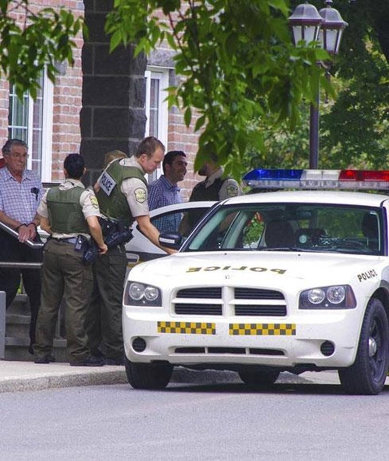 L'homme de 79 ans fait face à des accusations d'utilisation d'une arme dans un dessein dangereux ainsi que de menaces de mort.