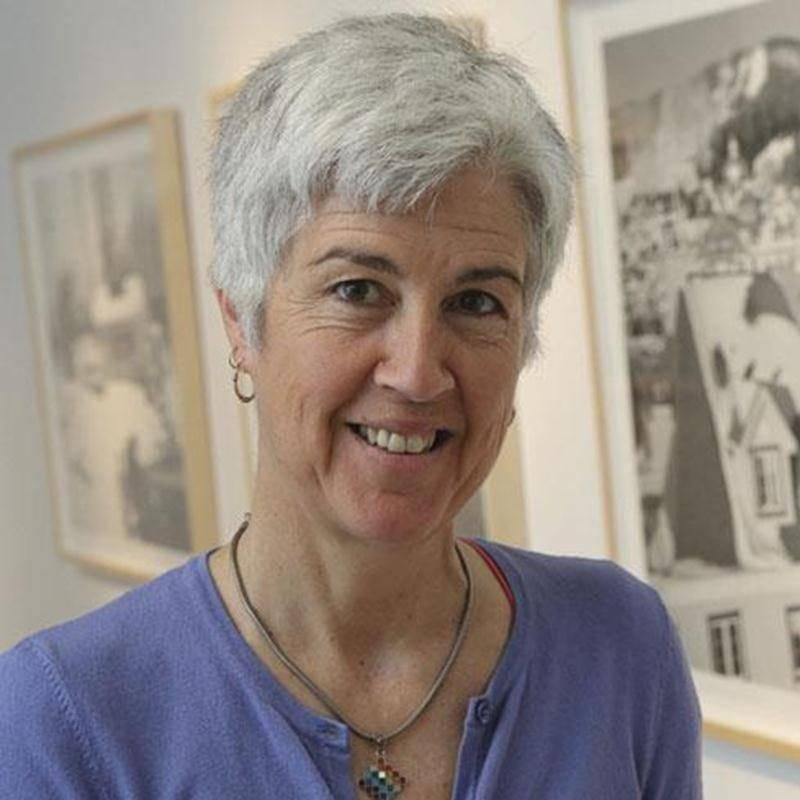 Lorraine Gilbert enseigne actuellement au département d'arts visuels de la Faculté des arts de l'Université d'Ottawa. Plusieurs de ses oeuvres se retrouvent au musée des Beaux-Arts du Canada.