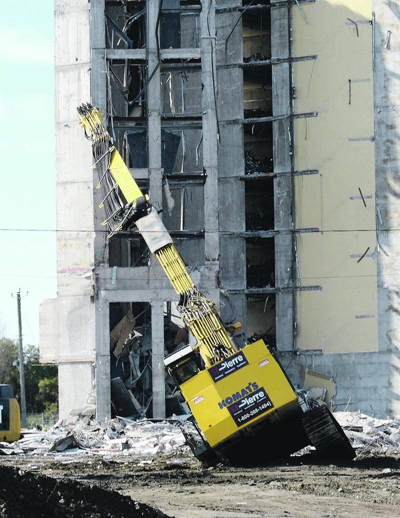 Mardi, le sol s'est affaissé sous le poids de cette imposante machinerie.