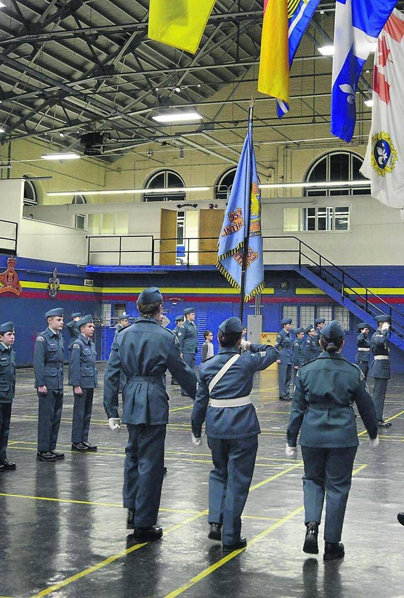 L'Escadron 953 des cadets de l'Aviation royale du Canada participe à la parade du commandant au Manège militaire de Saint-Hyacinthe. Photo François Larivière | Le Courrier ©