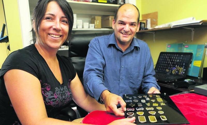 Annie L'Espérance et Éric Deschamps sont les deux fondateurs de l'entreprise Origine Gravure, située à Saint-Damase. Photo Robert Gosselin | Le Courrier ©
