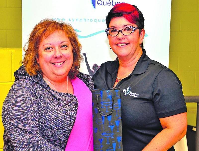 La présidente des Vestales, Carole Albert, en compagnie de Maryse Hamel de Synchro Québec. Photo Synchro Québec