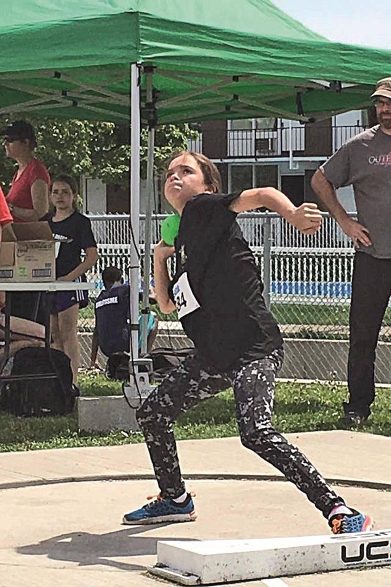 Éloïse Caron en action au lancer du poids. Photos Courtoisie